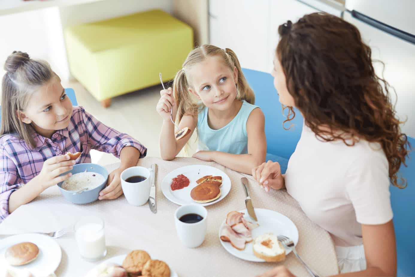 mom having lunch with children
